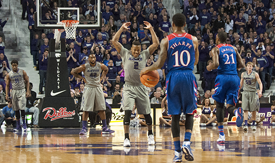 Wildcats use full team effort to knock off No. 7 Jayhawks