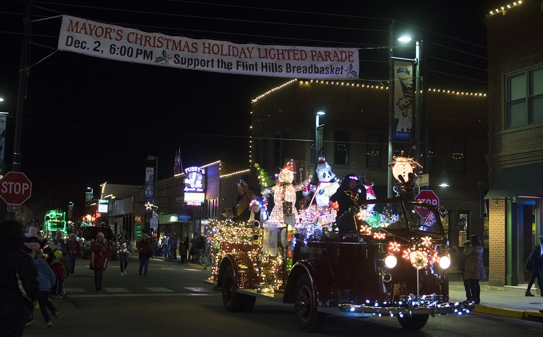 christmas parade brings manhattan community together