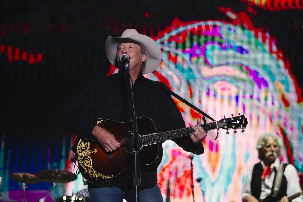 Kicker Country Stampede Enthralls Crowds Of Music Fans