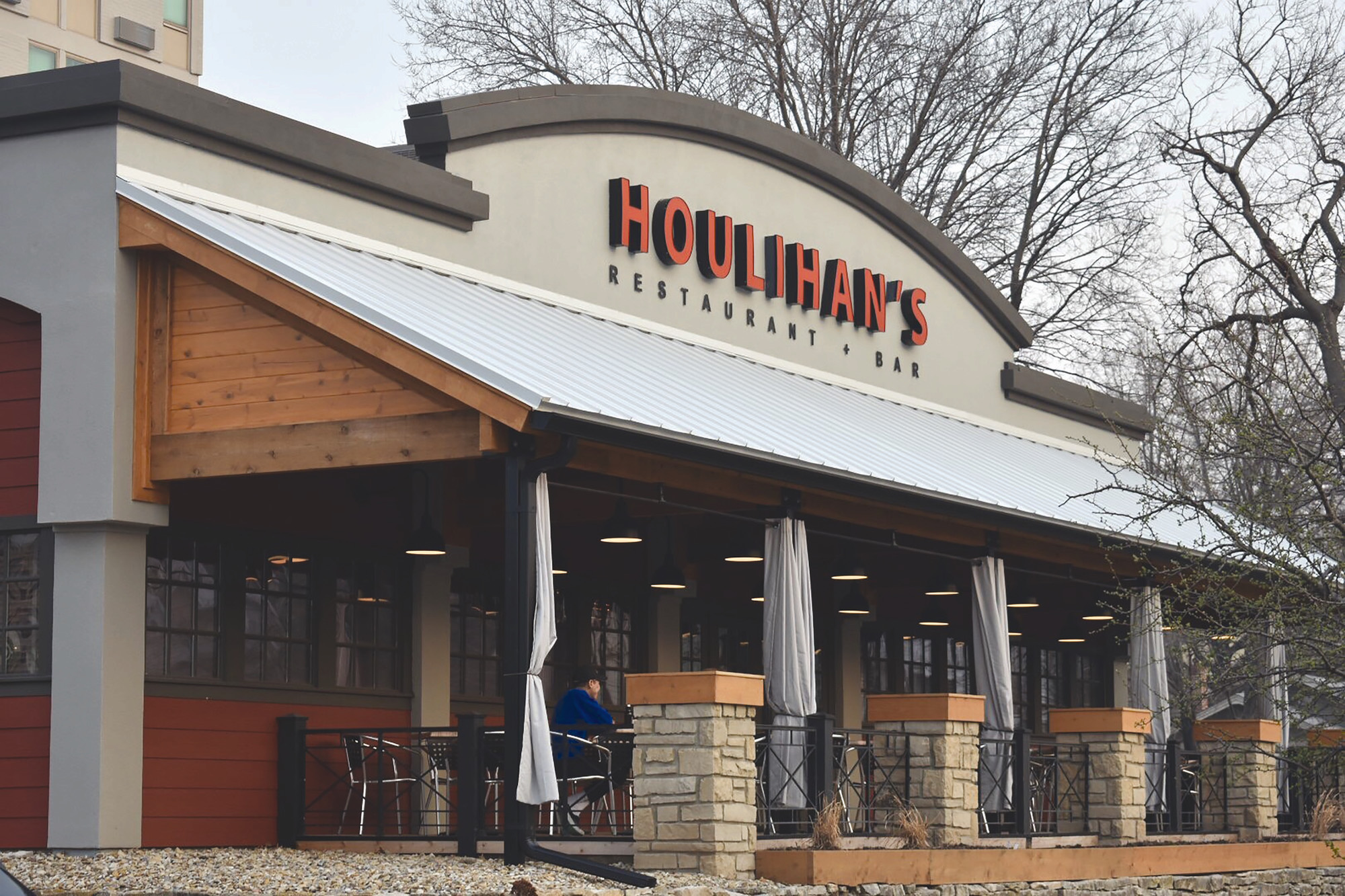 Local Restaurant Houlihan S Provides Small Town Love To A